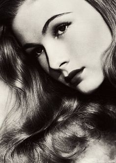 Veronica Lake. Two eyes.