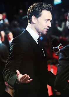 tom hiddleston's beard