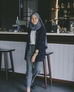 Best Ideas For Style Hijab Remaja Gemuk hijab casual Hijab Casual, Ootd Hijab, Hijab Chic, Casual Outfits, Classy Outfits, Fashion 60s, Modern Hijab Fashion, Street Hijab Fashion, Fashion Outfits