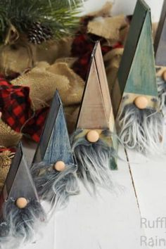 These Wooden Nesting Doll Gnomes are So CUTE and easy! how to make gnomes that stack together on a white wood background with a christmas tree and burlap for farmhouse christmas decorations Wooden Christmas Decorations, Christmas Wood Crafts, Wood Christmas Tree, Farmhouse Christmas Decor, Christmas Gnome, Christmas Signs, Rustic Christmas, Christmas Projects, Simple Christmas