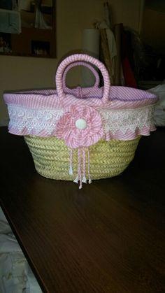 Hecho a mano Cane Baskets, Basket Liners, Ideas Para, Straw Bag, Beach Bags, Handbags, Jeans, Embroidery Ideas, Beach