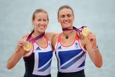 Great Britain's Helen Glover (L) and Heather Stanning pose with their gold medals on the podium of the women's pair final A of the rowing event during the London 2012 Olympic Games. They are the first British women's rowers to get an Olympic gold Women's Rowing, Rowing Crew, Olympic Medals, Olympic Games, Helen Glover, 2012 Summer Olympics, Usa Olympics, Going For Gold, Team Gb