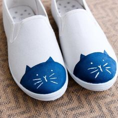 Cap toe shoes are a big trend this year and the Internet loves cats. What do you… #catclothes