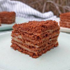 Marlenka kakaová ~ chocoladecake met een karamel-vanillecrèmevulling ~ www.hetkeukentjevansyts.nl Tiramisu, Cupcake, Chocolate, Ethnic Recipes, Sweets, Cupcakes, Cupcake Cakes, Chocolates, Tiramisu Cake