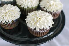 Easy Frosting Chrysanthemum Cupcakes Technique