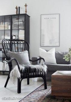 Scandinavian living room in black and grey Decor, White Home Decor, Home N Decor, Home, Living Dining Room, Scandinavian Home, Room Inspiration, Living Room Interior, Living Room Inspiration