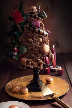 La pyramide de macarons - Molly cake chocolat, ganache montée chocolat lait & fève tonka, ganache chocolat noire, gelée de framboises/hibiscus, macarons ganache lait & fève tonka