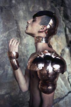"""f-l-e-u-r-d-e-l-y-s: Metal Couture by Manuel Albarran """"original pic"""": Arte Fashion, Metal Fashion, Fashion Design, Mode Lookbook, Body Adornment, Body Armor, Red Queen, Vogue, Future Fashion"""