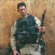 "Eric Bana as Delta Force operator ""Hoot"" in Black Hawk Down (2001)"