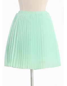 Beautiful mint colored chiffon skirt paired with a sleeveless blouse and big hat is still perfect for Gold Cup.