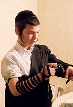 Unas de las costumbres más sostenidas en el tiempo, son las practicadas por los judíos. Y la base para estas es su religión que esta enraizada en cada uno