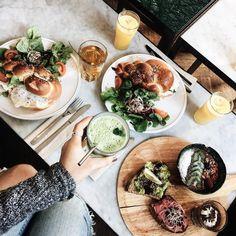 Regram de notre Lunch entre coupine samedi derniers avec @healthy_diet_mo @lex.talks et la best photographe ever @helloitsmaza  C'était trop bonnn