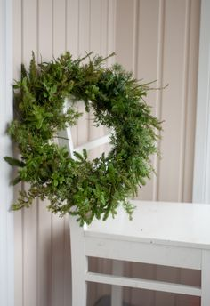 Natural wreath for Christmas Christmas Wreaths To Make, Christmas Past, How To Make Wreaths, All Things Christmas, White Christmas, Christmas Decorations, Cut Flowers, Merry Xmas, Greenery