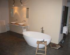 modern bathroom from dutch designer brand bycocoon.com # free standing bathtub Salinas from bycocoon.com and all stainless steel taps also from bycocoon.com # moderne badkamer van bycocoon.com # rvs kranen van het zelfde merk