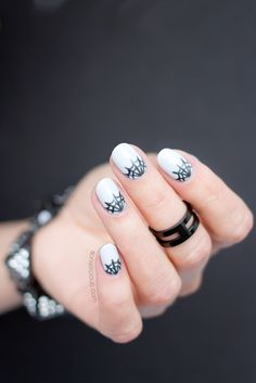 Chic spider web nails for Halloween