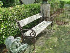 Grote foto houten tuinbank met gietijzer onderstel tuinen parken tuinmeubelen
