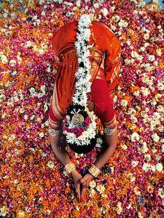 """Shanti, eine Bharatanatyam-Tänzerin, Indien (aus dem Buch """"Frauen"""" von Danielle und Olivier Föllmi)"""
