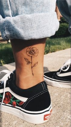 An ankle tattoo for girls - tattoo modelle - Piercings Little Tattoos, Mini Tattoos, Body Art Tattoos, Small Tattoos, Tatoos, Random Tattoos, Mädchen Tattoo, Tattoo Style, Piercing Tattoo