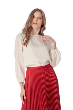 Bluza alba, cu atingere extra soft. Bell Sleeves, Bell Sleeve Top, Alba, Skater Skirt, Casual, Skirts, Tops, Women, Fashion