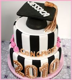 30+ Awe-Inspiring Graduation Party ideas and inspirations for your 2019 Graduate & End of School celebrations - Hike n Dip Graduation Celebration, Graduation Decorations, High School Graduation, Graduation Party Decor, Grad Parties, Graduation Cake, Graduation Ideas, Banquet Decorations, Nursing Graduation