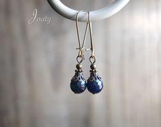 Boucles d'oreilles rétro bronze, pierres à facettes bleu-nuit : Boucles d'oreille par joaty