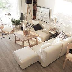 インテリア好きのみなさんのお家には必ず一つはあるであろう「無印良品」のアイテム。ついつい買ってしまう雑貨類もいいですが、家具もデザイン性・機能性ともにインテリア好きさんも納得のものばかり。今回はそんな無印良品の家具の中でもお家でゆったりとくつろげるソファーをクローズアップしてその魅力をお伝えします。