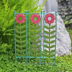 Green Vine and Floral Screen  #miniature-gardening.com