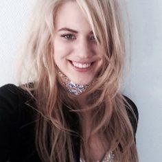 Model Larissa Marolt grillt für Österreich