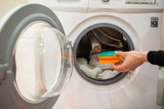 12 Time-Saving Life Hacks That Can Help You Forget About Laundry Troubles Sweat Stains, Grass Stains, Sent Bon, Dishwashing Liquid, Oil Stains, Clean Shoes, Hydrogen Peroxide, How To Make Bed, Washing Clothes