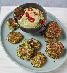 Broccoli patties with spicy avocado dip - recipe from Hemsley + Hemsley - Recipe Hemsley Broccoli Paddies Informations About Brokkoli-Bratlinge mit pikantem Avocado-Dip – R - Healthy Snack Bars, Healthy Snacks To Make, Healthy Dessert Recipes, Baby Food Recipes, Cooking Recipes, Healthy Food, Avocado Dessert, Hemsley And Hemsley, Broccoli Fritters