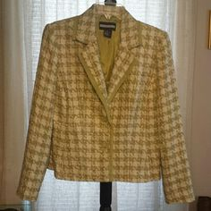 BLAZER BRAND NEW W / TAGS!  NO SIGNS OF DAMAGE EX.. LINING IS IN TACT , NO OBVIOUS STAINS,  RIP OR HOLES.  IF YOU HAVE ANY ADDITIONAL QUESTIONS, PLEASE ASK BEFORE YOU PURCHASE! THANK YOU ? Requirements  Jackets & Coats Blazers