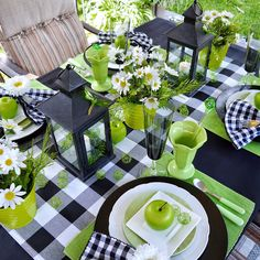 Setting a pretty table makes dining a delight! Beautiful Table Settings, Cool Tables, Decoration Table, Summer Table Decorations, Deco Table, Dinner Table, Home Interior, Maryland, Tablescapes