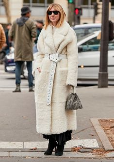 22 Statement Belts That Will Jazz Up Any Coat Cozy Fashion, Fur Fashion, Fashion Trends, 00s Mode, Modern Talking, December Outfits, Shearling Coat, Autumn Street Style, Autumn Winter Fashion