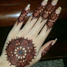 Mehndi henna designs are always searchable by Pakistani women and girls. Women, girls and also kids apply henna on their hands, feet and also on neck to look more gorgeous and traditional. Henna Hand Designs, Dulhan Mehndi Designs, Mehandi Designs, Round Mehndi Design, Mehndi Designs Finger, Mehndi Designs For Beginners, Mehndi Designs For Girls, Mehndi Design Photos, Mehndi Designs For Fingers