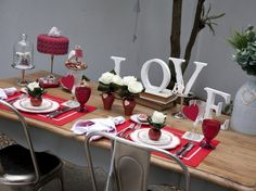 42 Gorgeous Valentines Day Decoration Ideas - Todosobre - Travel And Enjoy Living Valentines Day Decorations, Valentines Diy, Christmas Decorations, Table Decorations, Mesa Love, Romantic Room, Romantic Things, Presents For Him, Valentine's Day Diy