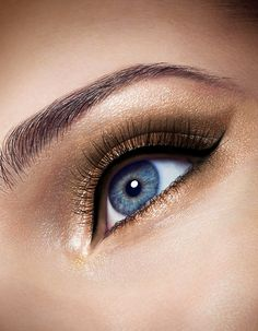 """Say """"I do"""" to dramatic, daring eyes. Use a gorgeous neutral palette like COVERGIRL's Golden Sunset 115 to create this look. Kiss Makeup, Eye Makeup, Hair Makeup, Wedding Hair And Makeup, Wedding Beauty, Winged Liner, Neutral Palette, All Things Beauty, Covergirl"""