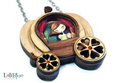 Cinderella necklace. / Collar Cenicienta. Natural wood and paper diorama 3D. (29.00 EUR) by LaliblueShop