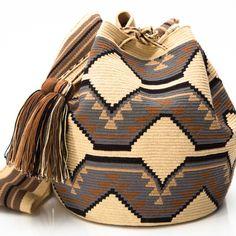 Hermosa Collection Wayuu Bags Handmade by One Thread at a time. Una Hebra Wayuu Mochila Bags of the Finest Quality. Mochila Crochet, Bag Crochet, Crochet Purses, Tapestry Bag, Tapestry Crochet, Ethnic Bag, Boho Bags, Knitted Bags, Beautiful Crochet