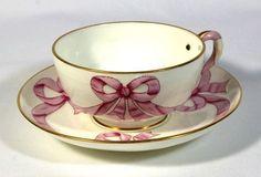 ** Šálek na čaj - porcelán zdobený mašličkami **