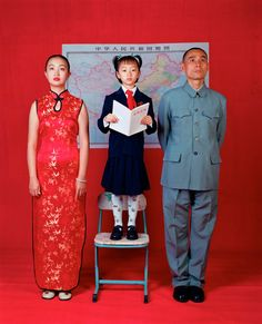 """""""Wish for Patriotism"""", da série """"Family Aspirations"""", de Weng Fen. Veja mais em http://www.jornaldafotografia.com.br/noticias/fotografias-da-china-e-fotografos-chineses-para-celebrar-o-ano-novo-chines/                                                                                                                                                                                 Mehr"""