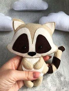 Felt Animal Patterns, Stuffed Animal Patterns, Felt Crafts Diy, Felt Diy, Crochet Projects, Sewing Projects, Animal Crafts For Kids, Sewing Dolls, Felt Fabric