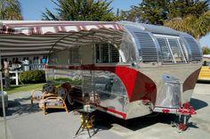Old Campers, Vintage Campers Trailers, Vintage Caravans, Camper Trailers, Happy Campers, Camper Boat, Tiny Camper, Camper Caravan, Tin Can Tourist