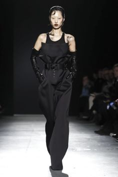 Gareth Pugh Ready To Wear Fall Winter 2018 London - Frauenstreet style Dark Fashion, Live Fashion, Fashion Show, Fashion Outfits, Fashion Design, Steampunk Fashion, Gothic Fashion, Women's Fashion, Women's Runway Fashion