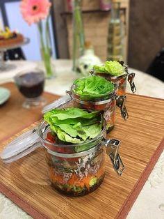 Veja a receita completa da Salada de 9 grãos no site do Canal Sony! Chefs, Pasta, I Love Food, Flora, Food And Drink, Sony, Kitchen, Recipes, Fitness