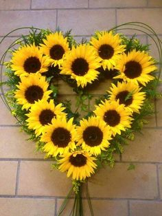 Sunflower Party, Sunflower Garden, Sunflower Arrangements, Floral Arrangements, Flowers Nature, Beautiful Flowers, Mason Jar Wedding Invitations, Sunflowers And Daisies, Sunflower Pictures