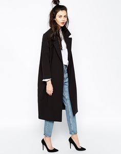 Look for the new job: Coat/Jeans/Heels Killer Combo Enlarge Monki Duster CoatMonki Duster Coat, in love with it!Black duster coat, white shirt, mom jeans and black pumps. Love the high half-bun!co będę nosić tej wiosny – subiektywny przegląd inspira Look Fashion, Fashion Outfits, Womens Fashion, Fall Fashion, Gq Fashion, Workwear Fashion, Fashion Blogs, Celebrities Fashion, Petite Fashion