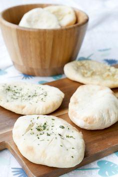 Schnelles Joghurt-Brot für die spontane Grillparty - Gaumenfreundin Foodblog #gesund #backen #fladenbrot #3zutaten #kinder #beilage #grillen #sommer #backofen #schnell