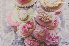 Victorian themed shoot cupcakes