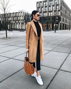 Classic camel coat over all black casual outfit with chic black leather belt. Classic camel coat over all black casual outfit with chic black leather belt. Black Women Fashion, Look Fashion, Trendy Fashion, Womens Fashion, Fashion Coat, Trendy Style, Fashion Ideas, Fashion Night, Fashion Fall