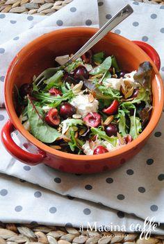 #Vogliadi #Ricettevelocisenzacottura - Insalata con ciliegie, rucola e ricotta http://ilmacinacaffe.blogspot.it/2014/07/insalata-con-ciliegie-rucola-e-ricotta.html